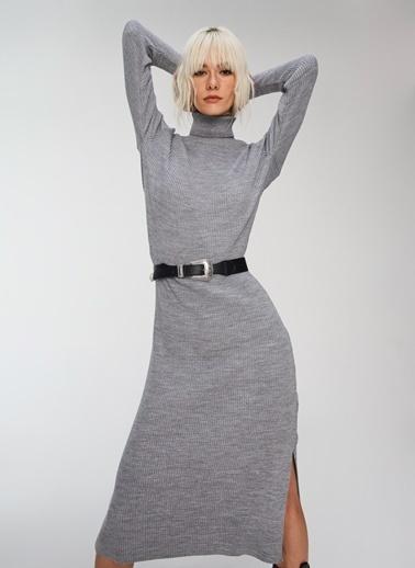 People By Fabrika Yırtmaç ve Bağlama Detaylı Triko Elbise Gri